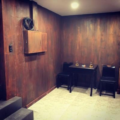 Брутальный кабинет в частном доме на Дмитровском шоссе